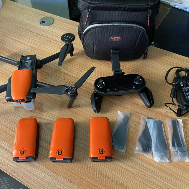 Autel Evo with 3 batteries and case Image #1