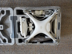 DJI Phantom 4 Pro Great Condition comes with DJI Goggles Image #2