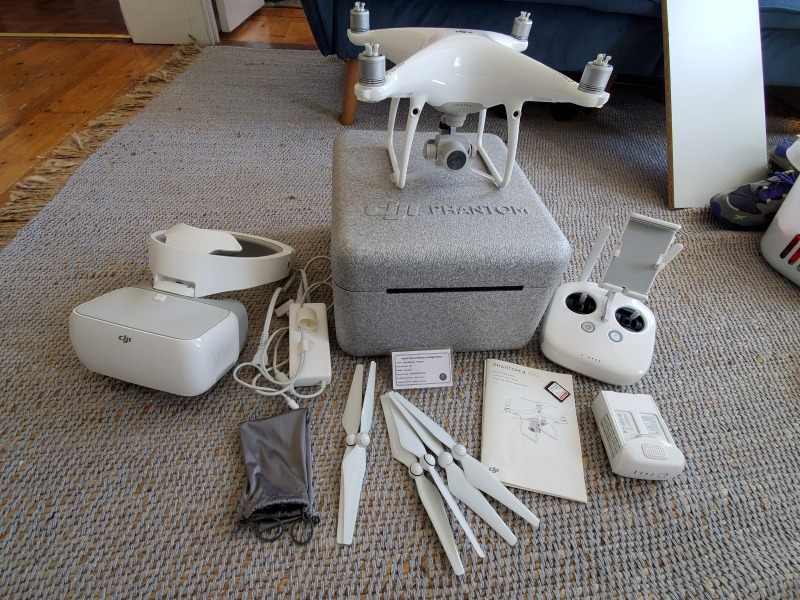 DJI Phantom 4 Pro Great Condition comes with DJI Goggles Image #1