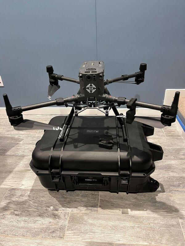 Almost brand new DJI M300 RTK with H20 and three sets of TB60's Image #1